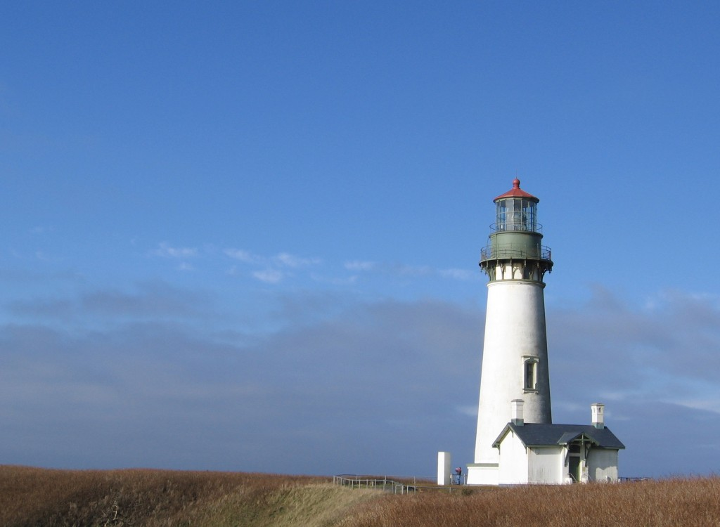 Yaquina Head Lighthouse, Newport, Oregon. Photo: Rebecca Kennison, 2005, Wikimedia Commons