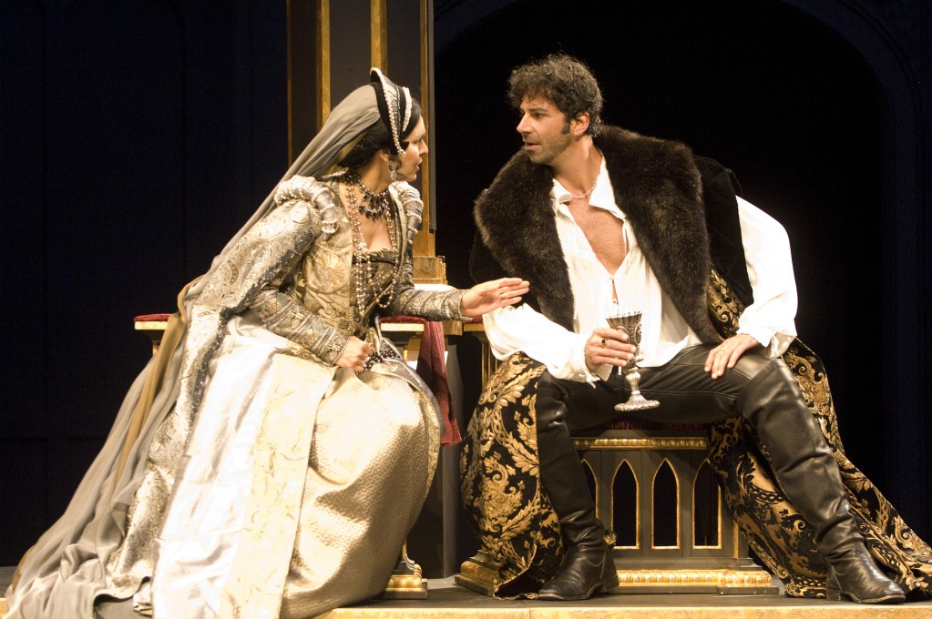 Queen Katherine (Vilma Silva) urges King Henry (Elijah Alexander) to cease the heavy taxations on his subjects. Photo: Jenny Graham/Oregon Shakespeare Festival/2009.