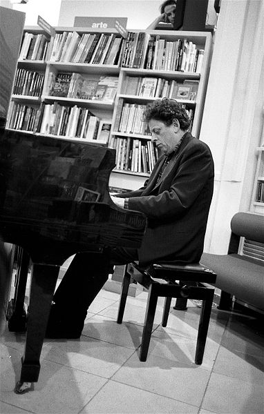 Philip Glass in Florence, 1993. Photo: Pasquale Salerno/Wikimedia Commons