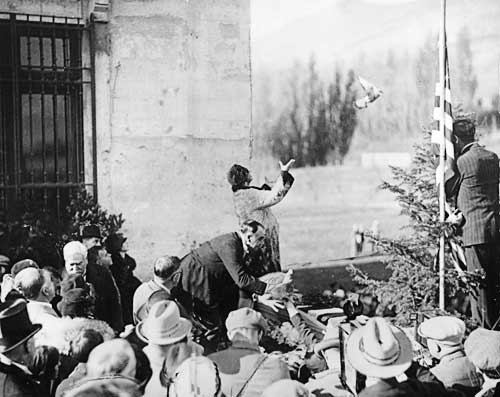 Queen Marie of Romania dedicating the still unfinished Maryhill Museum of Art in a 1926 ceremony.
