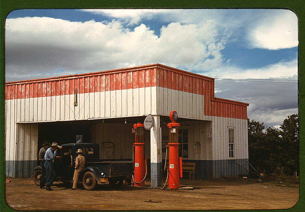 Gas station in Pie-Town, New Mexico, October 1940. Photo: Russell Lee via Library of Congress. Wikimedia Commons