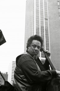Charles Mingus, playing in Lower Manhattan on the U.S. bicentennial, July 4, 1976. Source: Tom Marcello Webster, New York, USA/Wikimedia Commons