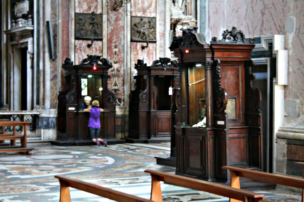 Confessionals, Church Gesu Nuovo, Naples. Photo: Heinz-Josef Lücking/Wikimedia Commons.