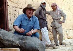 Happier times: Zahi Hawass displays a Ptolemaic statue discovered at Taposiris Magna, in northern Egypt, on May 8, 2010. Voice of America/Wikimedia Commons.